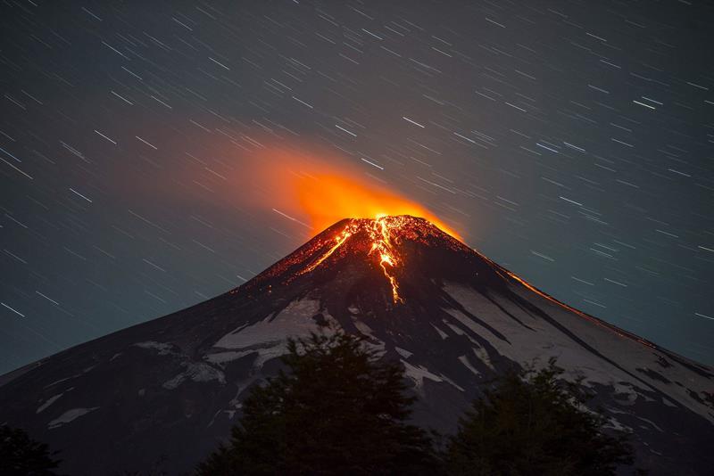 El volcán chileno Villarrica entra en erupción