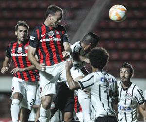 San Lorenzo cae ante Corinthians que se afianza como líder