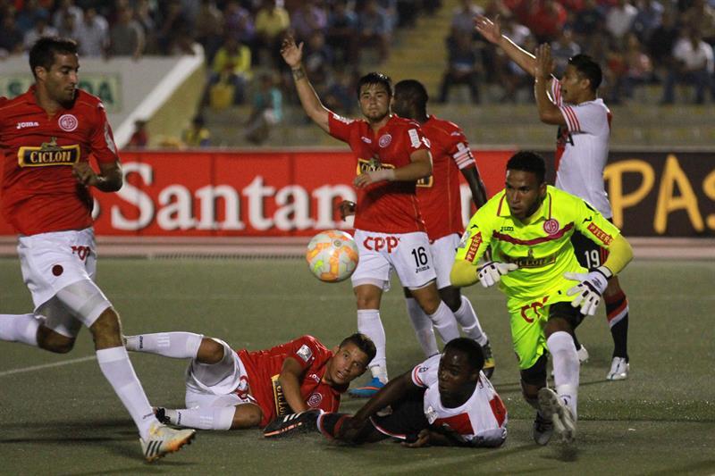 River jugó mal y apenas igualó con Juan Aurich sobre césped sintético. Foto: EFE