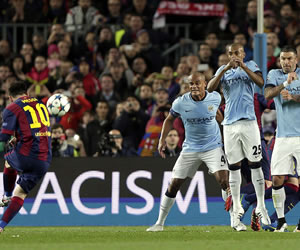 Messi juega con el City, y el Barça, con fuego