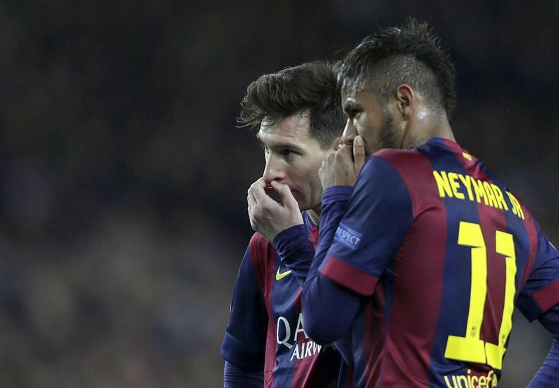 Los delanteros del FC Barcelona, el argentino Leo Messi (i) y el brasileño Neymar. Foto: EFE