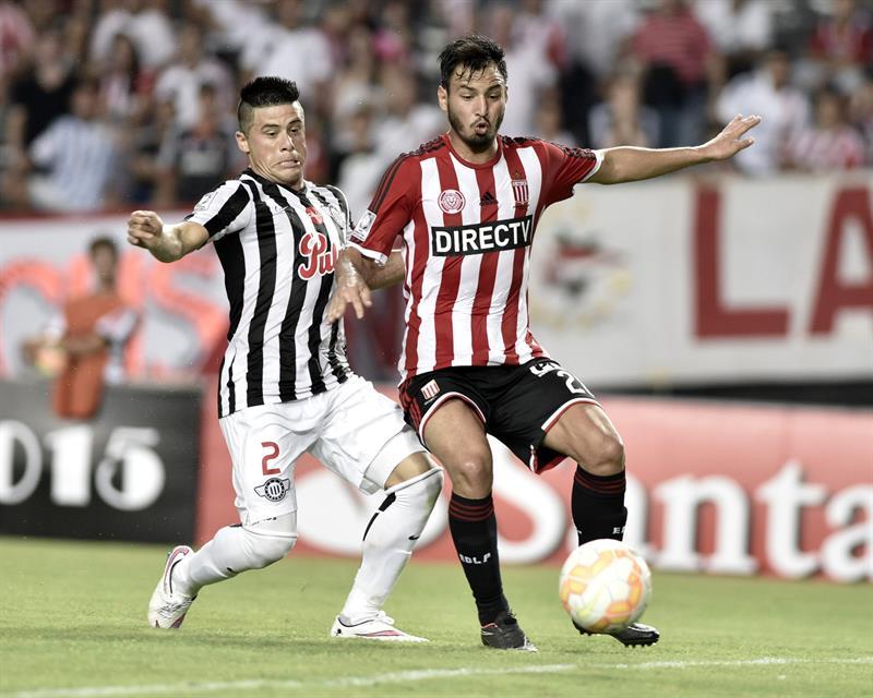 Estudiantes le ganó trabajosamente a Libertad y sueña con los octavos de la Libertadores. Foto: EFE