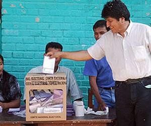 Evo Morales convoca a los bolivianos a asistir a las urnas para fortalecer la democracia