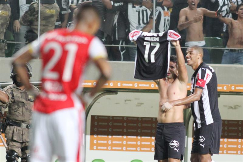 Santa Fe cayó 2-0 en Brasil por dos errores defensivos. Foto: EFE