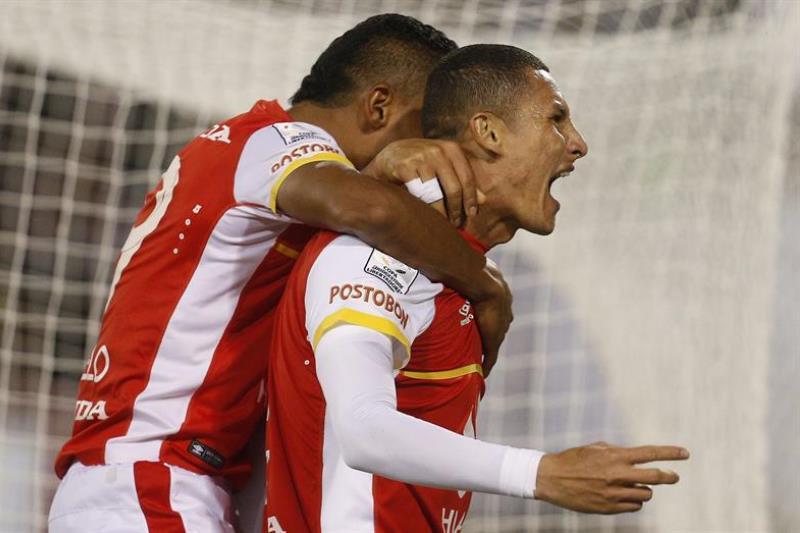 Santa Fe fulmina a Colo Colo y es líder