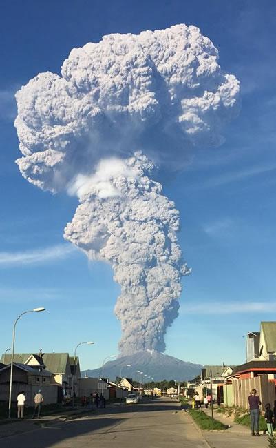 Alerta roja en Chile por erupción del volcán Calbuco
