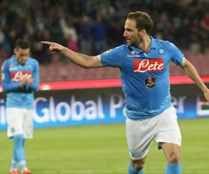 Gonzalo Higuaín busca la final con Nápoles