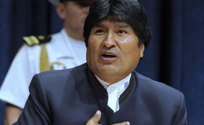 Evo Morales pidió a los hombres reconocer el sacrificio de las mujeres. Foto: EFE