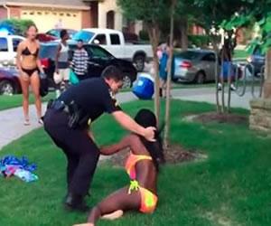 Renuncia policía que maltrató a joven afroaméricana en Texas