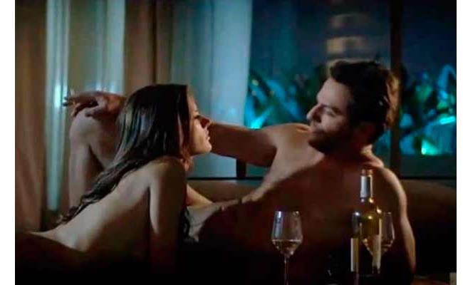 Alessandra Ambrosio debutó en telenovela con espectacular desnudo