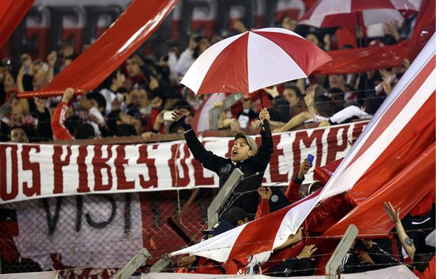 Recibimiento a River Plate en la Final de la Copa Libertadores. Foto: EFE
