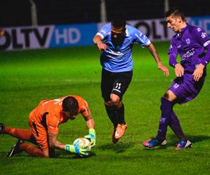 Bolívar cae por goleada en su visita a Defensor Sporting