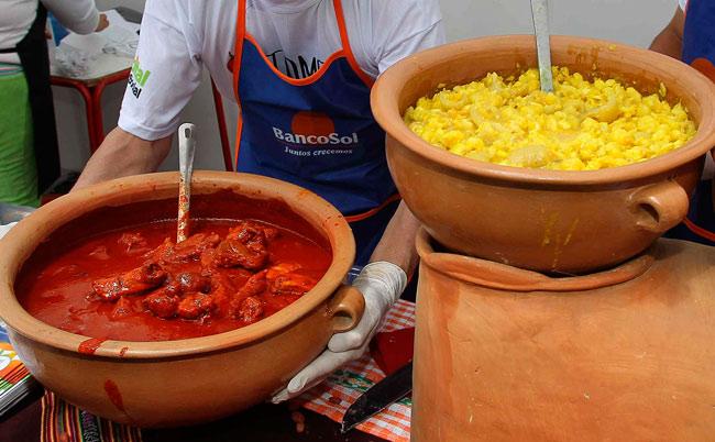 Platos típicos en la Feria Gastronómica Tambo. Foto: EFE