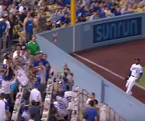 Youtube: La mejor atrapada por un fan de los Dodgers