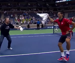 Youtube: Novak Djokovic celebró bailando con un fan