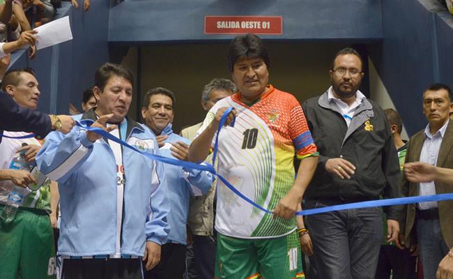 """""""Hermanos, definitivamente es una obra de calidad para la ciudad"""", dijo Morales. Foto: ABI"""