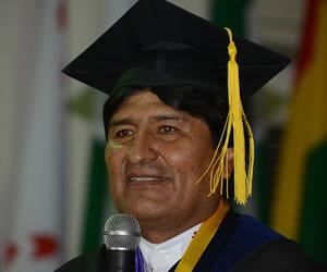 "Evo Morales recibe dos títulos ""honoris causa"""
