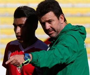 Baldivieso proyecta un sistema 4-4-2 para debutar ante Uruguay