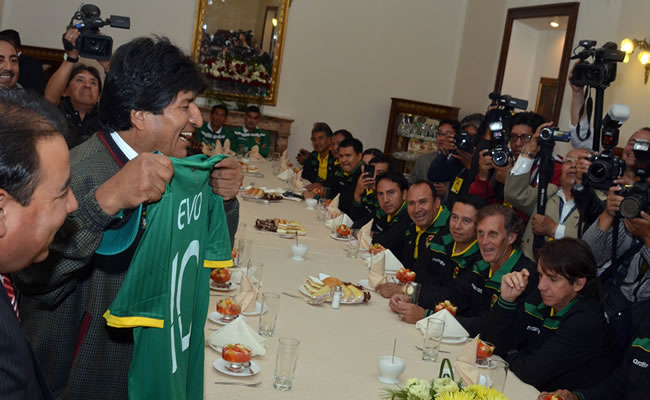 Selección Bolivia: Evo analiza cambiar horario laboral por el partido