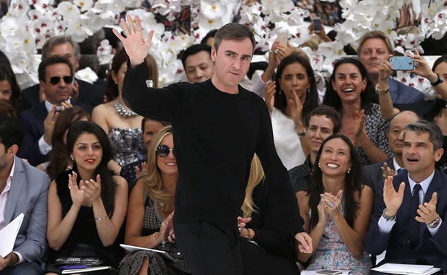 Raf Simons deja Christian Dior