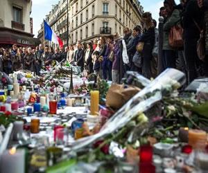 Cinco videos de la tragedia y el luto de Francia tras atentados en París