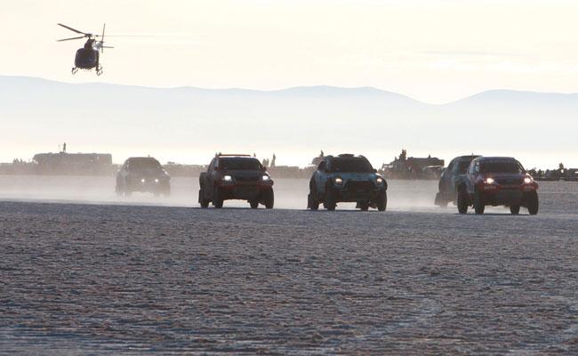 Paso del Dakar por el Salar de Uyuni en enero de este año. Foto: EFE