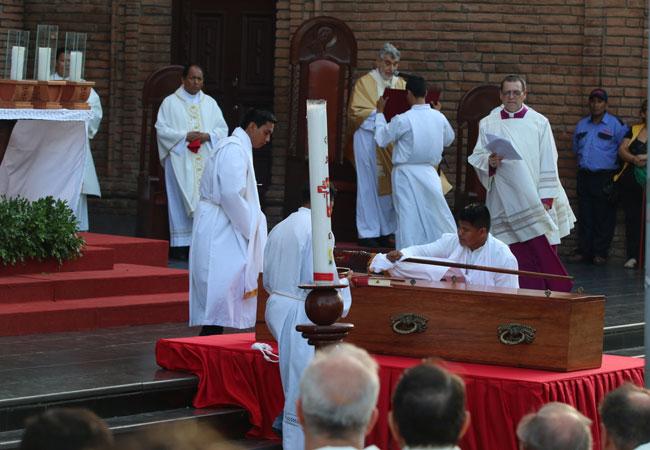 Miles de bolivianos despidieron al cardenal Julio Terrazas
