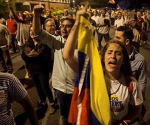 Oposición venezolana confía en FF.AA. y convoca a posesión de sus diputados