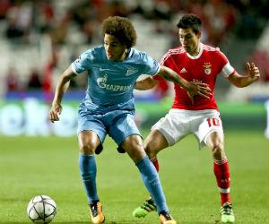 Benfica vence al Zenit con un gol en el último minuto