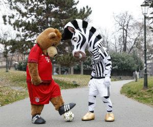Juventus vs. Bayer Múnich: Las mascotas calientan el partido