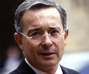 Álvaro Uribe hace fuertes denuncias