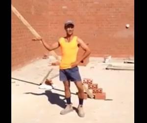 Facebook: El albañil que trabaja y se divierte al estilo de Beyoncé