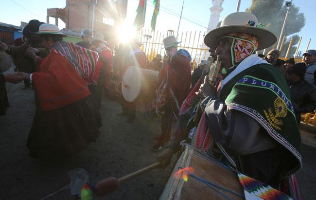 Danzas en la ciudad de El Alto para celebrar la llegada del Año Nuevo Andino Amazónico 5.524. Foto: EFE