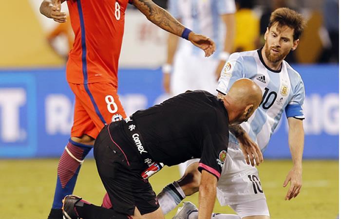 Twitter: El show del árbitro y Messi