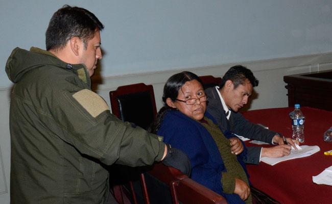 La exministra de Desarrollo Rural y Tierras, Nemesia Achacollo, en audiencia cautelar. ABI