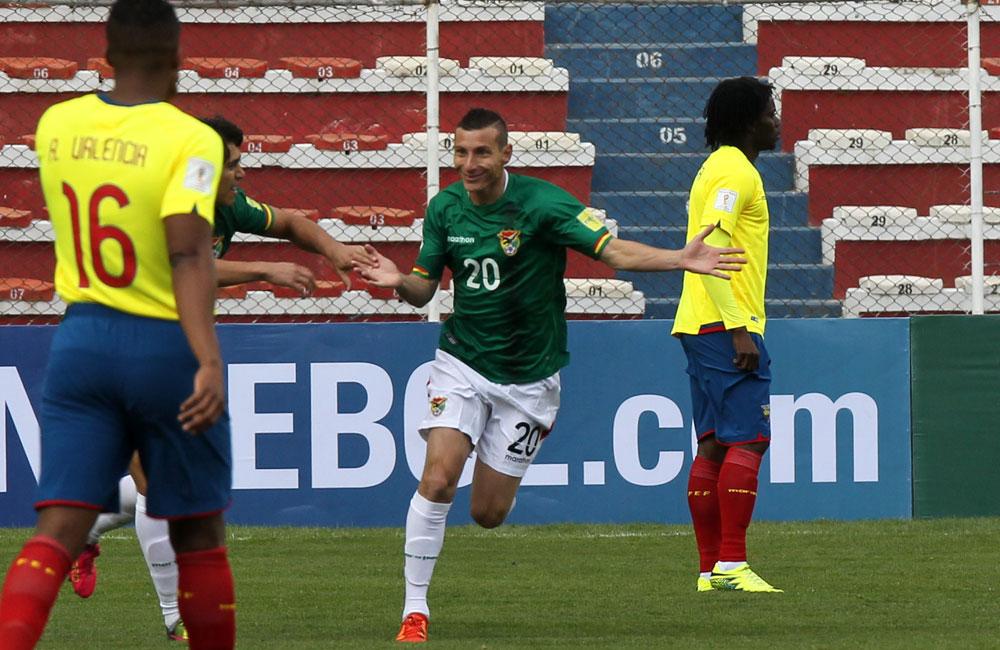 El jugador de la selección boliviana, Pablo Escobar festeja su gol ante Ecuador. Foto: EFE