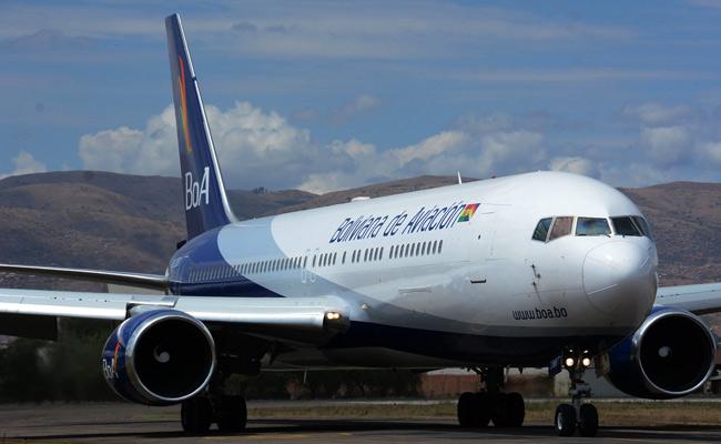 La estatal Boliviana de Aviación pedirá la sanción máxima para dos funcionarios que trataron de transportar droga. ABI