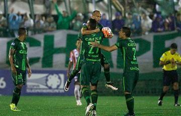 #FuerzaChapecoense pide el fútbol tras tragedia aérea