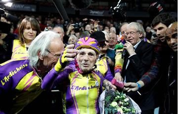 De esta forma un francés de 105 años consiguió un récord mundial en bicicleta