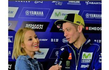 Valentino Rossi recibe sugestiva propuesta de esta periodista en vivo