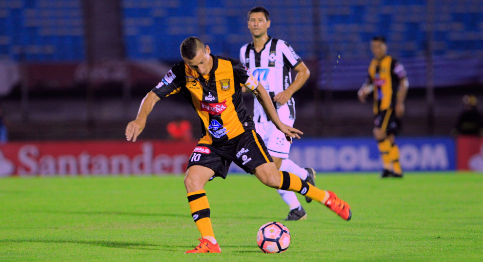 The Strongest saca buena ventaja al Wanderers de visita en Uruguay