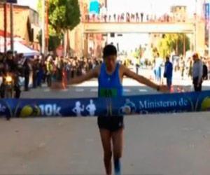 Paceños Vila y Huanca ganan carrera pedestre 10k de Oruro