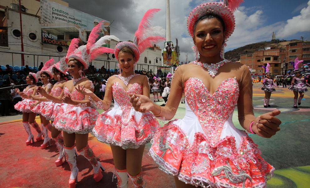Entrada del Carnaval de Oruro hizo vibrar a propios y extraños