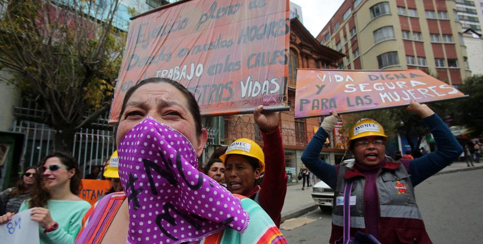 Colectivos de defensa de los derechos de la mujer, salieron a las calles, este 8 de marzo, a protestar contra la violencia machista. EFE