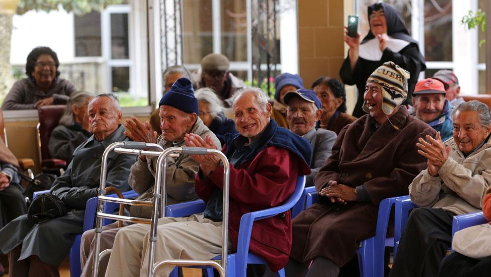 Músicos argentinos llevan alegría a hospitales y asilos