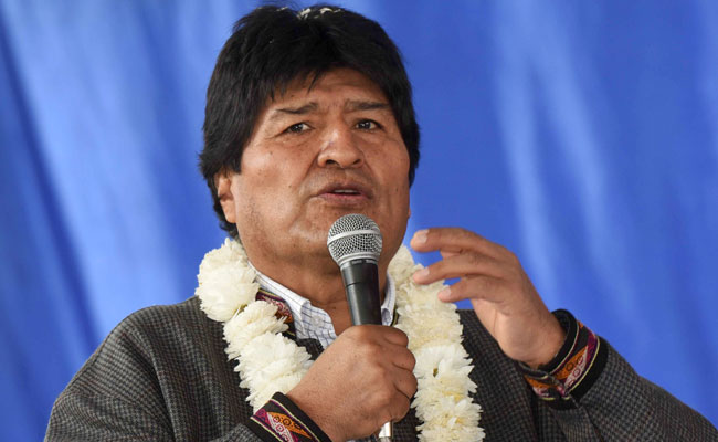 El presidente Evo Morales en un acto de entrega de una escuela. ABI