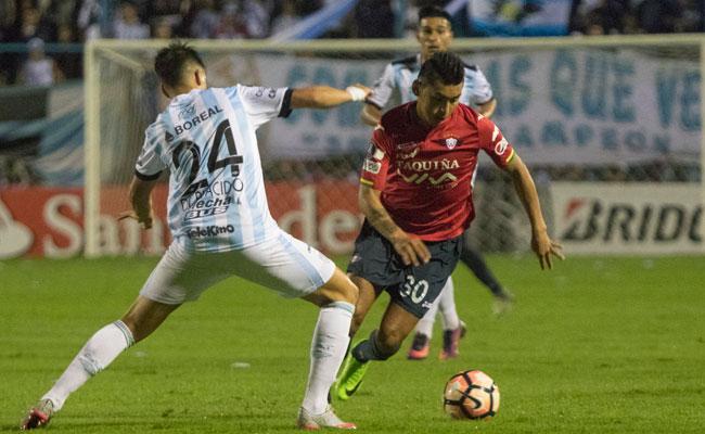 Atlético Tucumán derrota a Wilstermann complicando el grupo 5