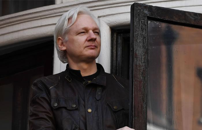 Assange celebra