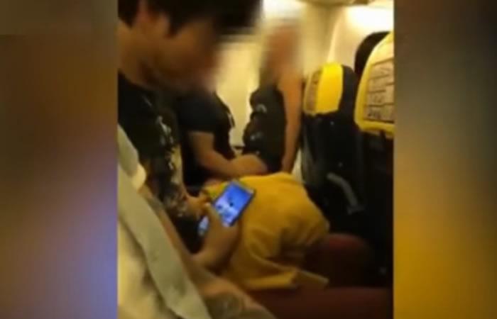 Vídeo: Pareja intentó tener relaciones en un avión rumbo a Ibiza