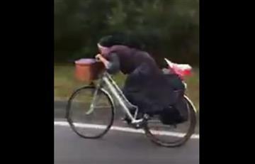 Viral: Monja que monta bicicleta al estilo de Froome se toma las redes